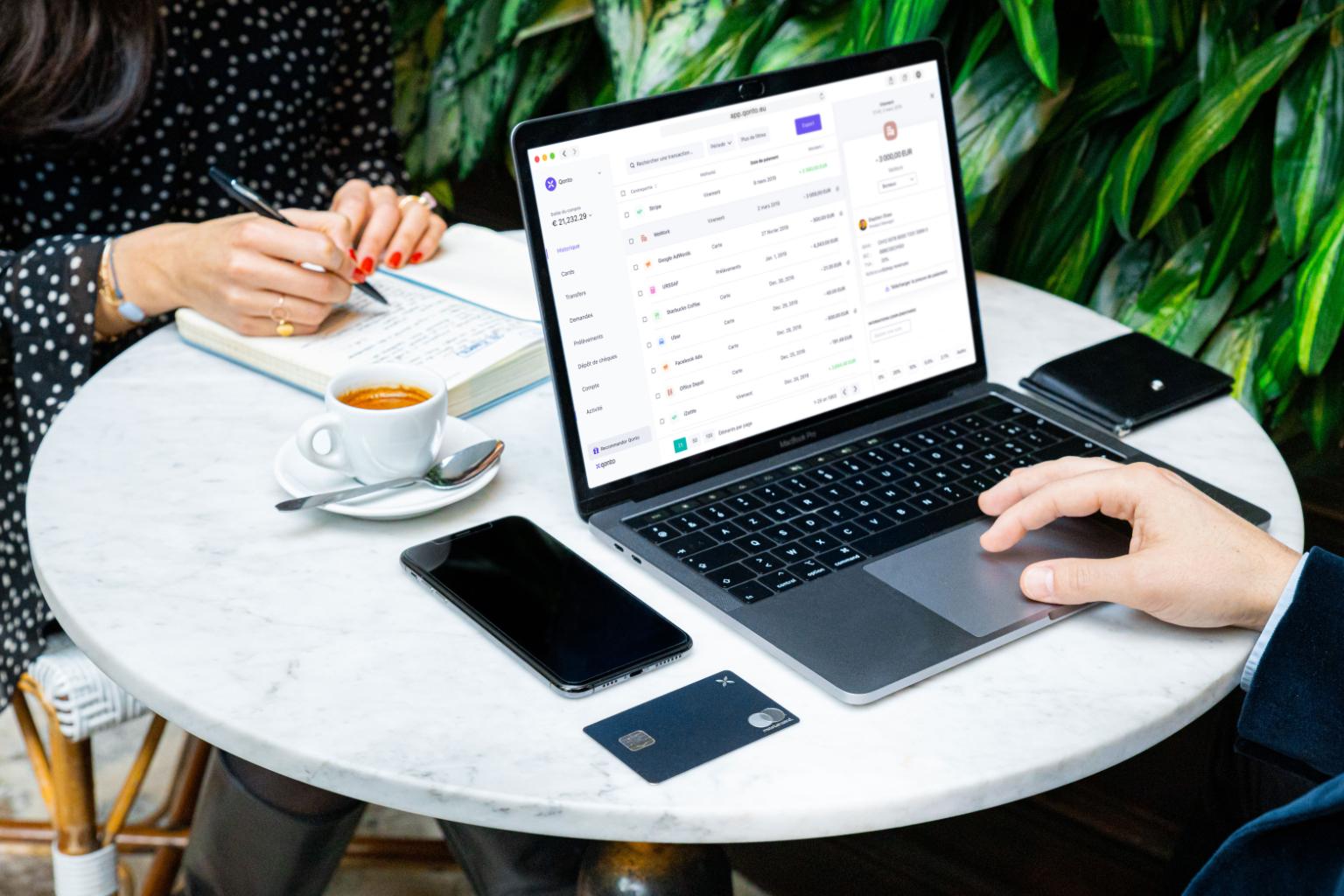 Visualizza spese, pagamenti e operazioni del tuo team